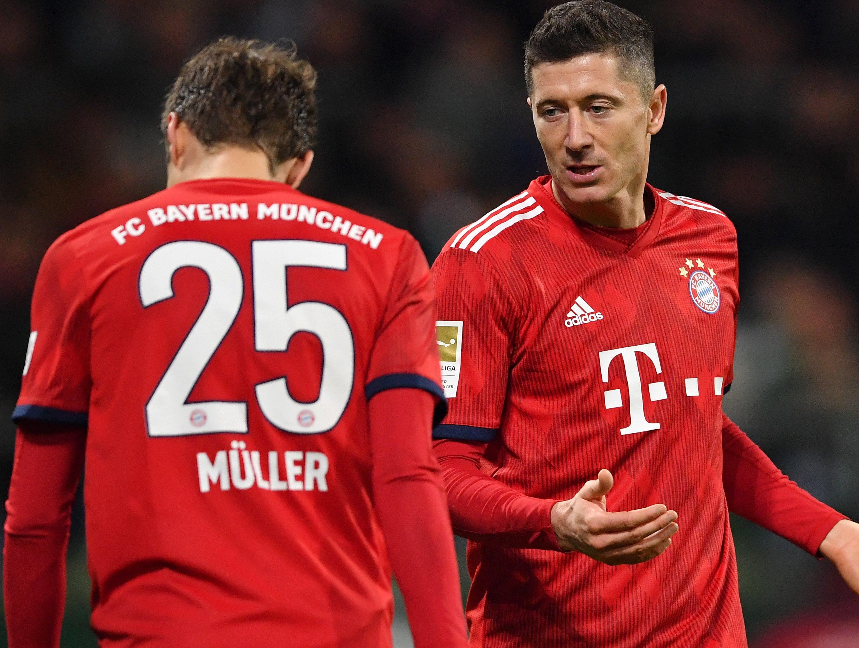 Liga Mistrzów. Crvena Zvezda - Bayern Monachium. Robert Lewandowski żartuje z Thomasa Muellera - Sport WP SportoweFakty