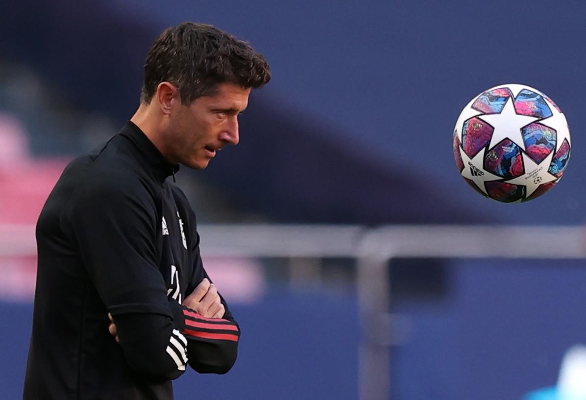 Liga Mistrzów. FC Barcelona - Bayern. Rio Ferdinand: To okrutne. Na miejscu Lewandowskiego złożyłbym petycję - Sport WP SportoweFakty